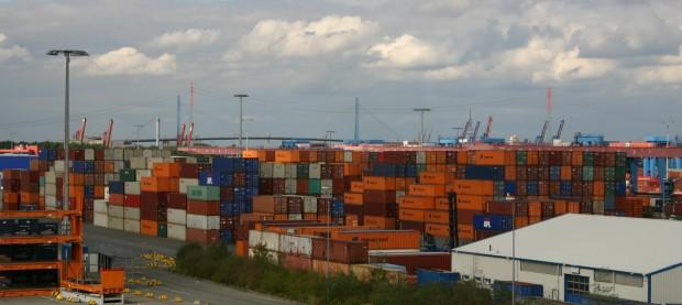 Container auf Altenwerder