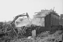 1985, Abbrucharbeiten am Altenwerder Elbdeich, Foto: H. Preisinger