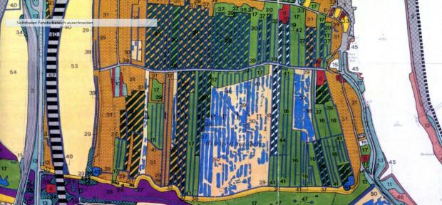 Biotoptypen-Karte (UVS, 1992): die schräg gestreiften Flächen sind verschiedene Obstbaumflächen, blau = Gewässer, grün = Grünländer, orange-braun = Brachen. Am rechten Rand die Süderelbe, am linken Rand die Autobahn 7, blau-rot gestreift = Kirche und Friedhof Altenwerder